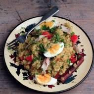 ryż curry z wędzoną rybą i jajkami