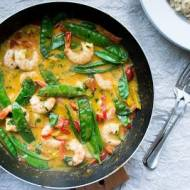 Czerwone tajskie curry z krewetkami.