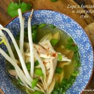 Zupa z kurczakiem w azjatyckim stylu z wolowara