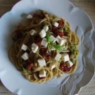 Makaron z cukinią i suszonymi pomidorami (Fit)