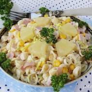Sałatka makaronowa z ananasem i kukurydzą