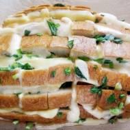Serowy chlebek ze szczypiorkem