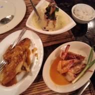 Krewetki i ryba po filipińsku ze smażonymi bananami