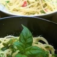 Spaghetti z czosnkiem, pepperoni i oliwą (aglio, olio e peperoncino)