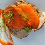 Karkówka z sosem z pieczonej papryki