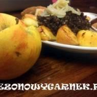 Kaszanka z cebulą i jabłkami