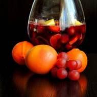Napój karnawałowy z owocami z Hiszpanii