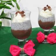 Pudding czekoladowy z likierem, chia i bitą śmietaną