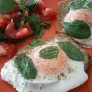 Jajko sadzone na chrupiącej grzance z Awokado lub szpinakiem. Idealne śniadanie.
