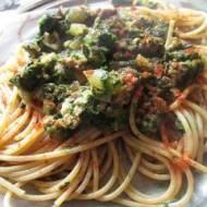 Spaghetti ze szpinakiem i mięsem mielonym