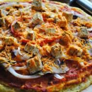 Pizza na spodzie z polenty z domowym sosem pomidorowym (również w wersji wegańskiej)