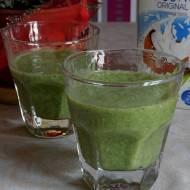 Zielone smoothie z bananem, szpinakiem i płatkami owsianymi