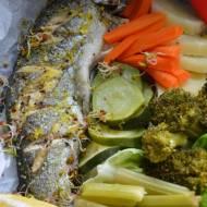 Pstrąg tęczowy z bukietem warzyw gotowany na parze