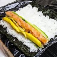 Sushi z wędzonym łososiem