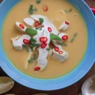 Pikantna zupa z soczewicą, mleczkiem kokosowym i kurczakiem