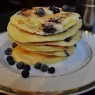 Zdrowe pancakes z jagodami na jogurcie naturalnym