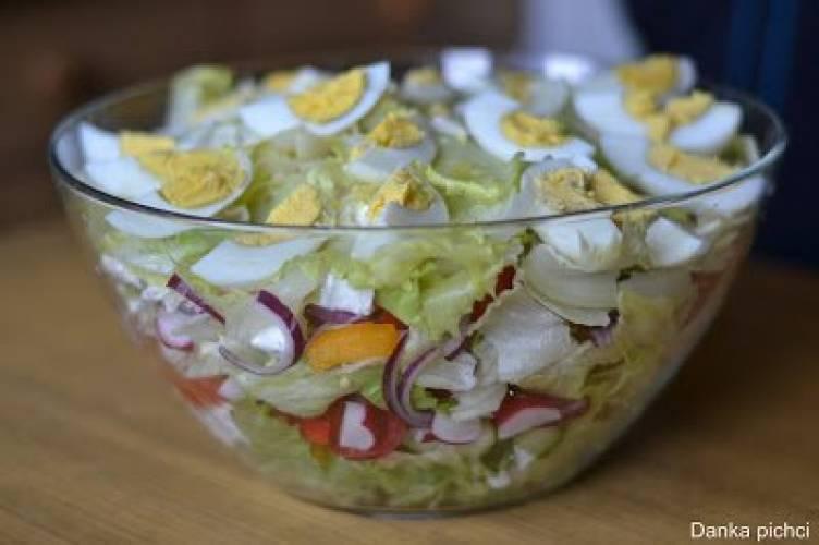 Surówka warzywna z serem feta