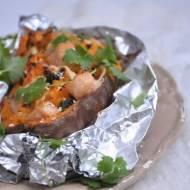 Bataty z wędzonym łososiem z pieca