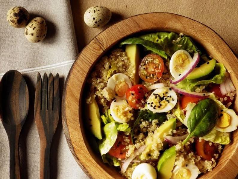Przepis Na Kolorowa Salatka Z Quinoa I Przepiorczymi Jajkami