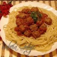 Makaron z Klopsikami w Sosie Pomidorowym – Spaghetti