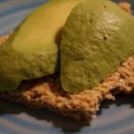 Bezglutenowe pieczywo chrupkie z pestką avocado