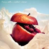 Jabłko pieczone z wiśniami i migdałami