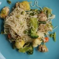 Chiński makaron z zielonymi warzywami