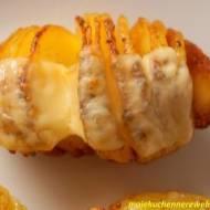 Pieczone ziemniaki Hasselback z serem