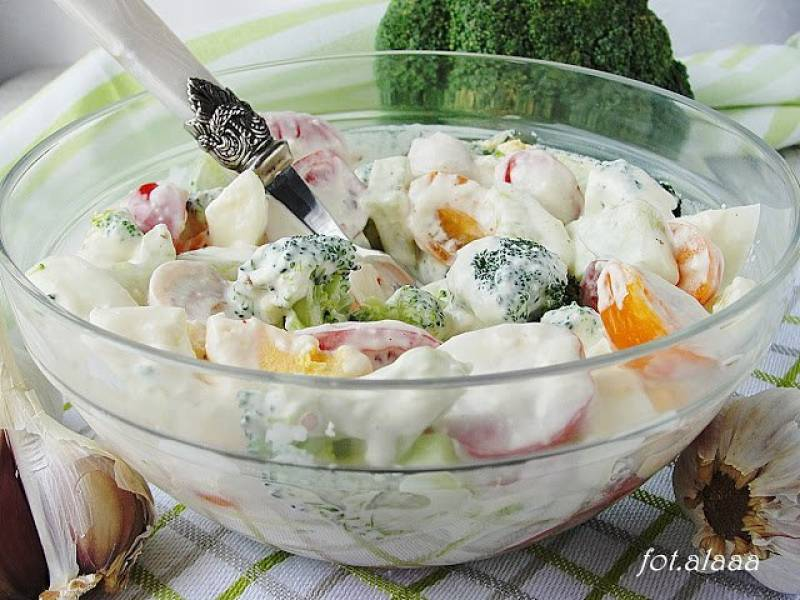Sałatka brokułowa z jajkiem
