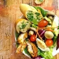 Bardzo syta sałatka, idealna na obiad
