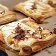 Ciastka z pieczonym jabłkiem i cynamonem na cieście francuskim