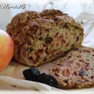 Chleb na sodzie z  jabłkiem, śliwkami i ziołami