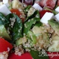 Jak Ugotować Quinoa (Komosa Ryżowa) i Energetyzująca Sałatka z Quinoa z Awokado i Szpinakiem