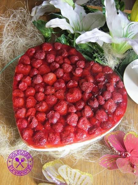 Galaretkowy przekładaniec z truskawkami