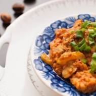 Kurczak w curry z kaszą jaglaną i cukinią