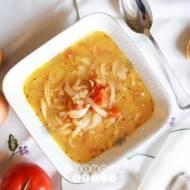 Zupa cebulowa z boczkiem i pomidorami