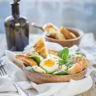Grillowany kurczak w gorczycy ze szpinakiem i jajkiem