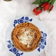 Pomidorowe spaghetti z indykiem i bazylią