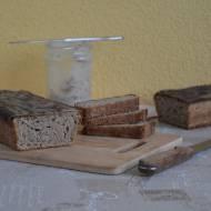 Chleb żytni na świeżo wyhodowanym zakwasie