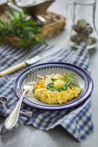 Gniazdka ziemniaczane z groszkiem i jajkiem przepiórczym