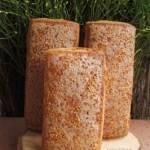 Złocisty, chleb mieszany z siemieniem lnianym