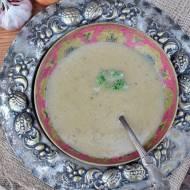 Zupa z cebuli na cydrze z chipsami jarmużu i estragonem