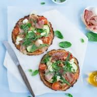 Bezglutenowa pizza na spodzie z kalafiora z warzywami, mozzarellą i dojrzewającą szynką / KONKURS!!!!