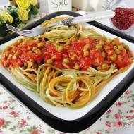 Spaghetti w sosie pomidorowym z groszkiem