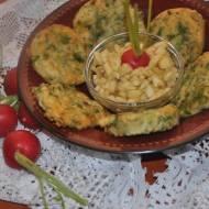 salatka z jablka i liscie rzodkiewki