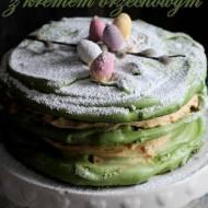 Tort bezowy z kremem orzechowym