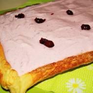 Francuskie ciasto z owocowym mascarpone