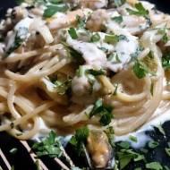 wyjątkowo aromatyczne spaghetti z małżami i prosciutto