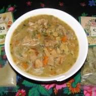 pyszny gulasz łopatkowy z pieczarkami,marchewką i z liśćmi curry i czubricą...