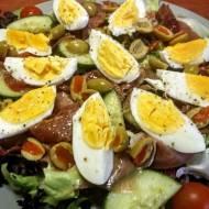 Sałatka z jajkiem i szynką parmeńską
